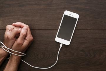 Sosyal Medya Sen Bize Neler Ettin